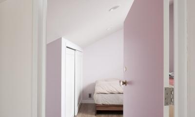 K邸 (淡いピンク色の寝室)