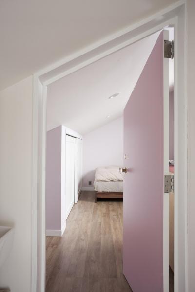 淡いピンク色の寝室 (K邸)