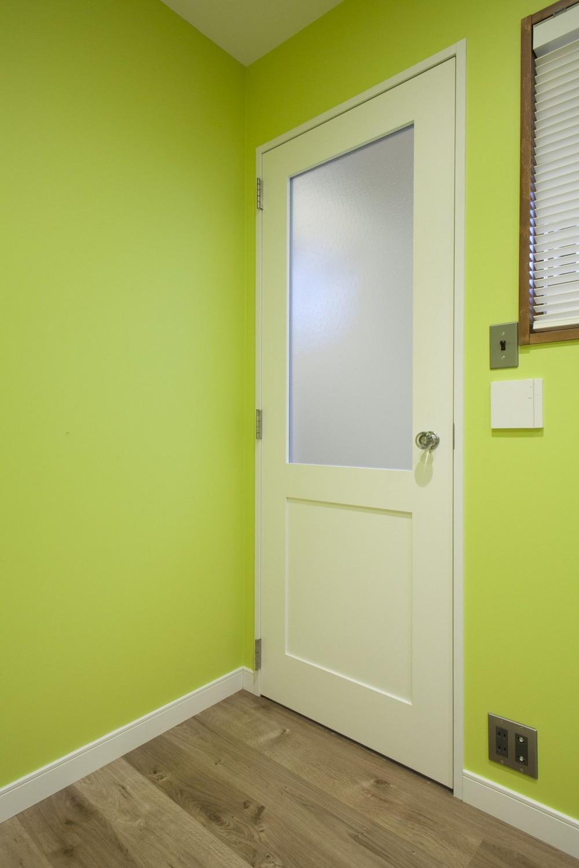 K邸 (ドア&壁紙)
