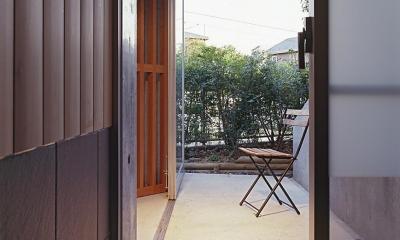 『岳見の家』~雑木林につつまれた住まい~ (浴室からテラスへ)
