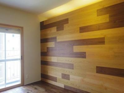 木板壁とチェッカーガラスのある家 (木板壁のあるLDK)
