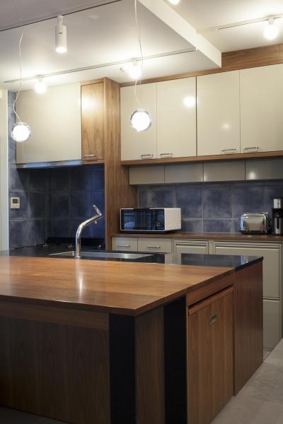 K邸 (贅沢な大きさの中央キッチンスペース)