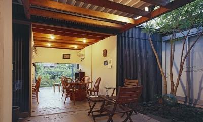 『知多の家』~緑のオアシス~(gallery & dining cafe) (中庭テラスからカフェ・庭へ)