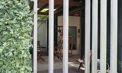『知多の家』~緑のオアシス~(gallery & dining cafe) (エントランスの回転木格子)