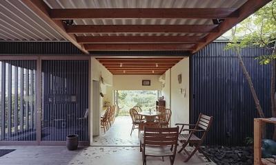 『知多の家』~緑のオアシス~(gallery & dining cafe) (中庭テラスからカフェスペースへ)