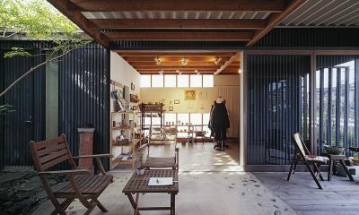 『知多の家』~緑のオアシス~(gallery & dining cafe) (中庭テラスからギャラリースペースへ)