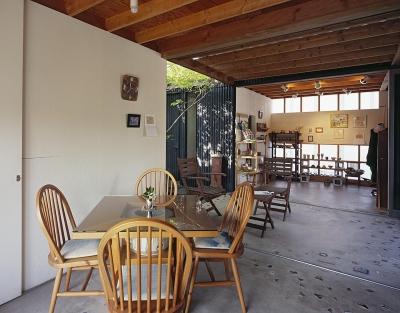 『知多の家』~緑のオアシス~(gallery & dining cafe) (カフェから中庭テラス・ギャラリーへ)