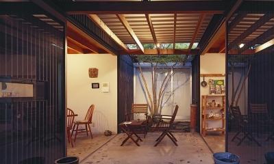 『知多の家』~緑のオアシス~(gallery & dining cafe) (中庭テラス(夕景))
