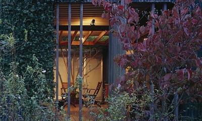 『知多の家』~緑のオアシス~(gallery & dining cafe) (エントランス格子(夕景))
