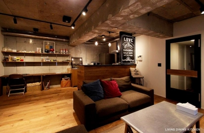 バックカウンターのあるキッチン (VINTAGE × 古箱)