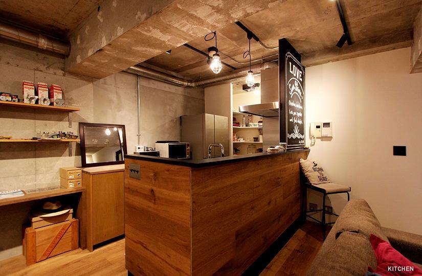 VINTAGE × 古箱の部屋 オークの腰板で造作したキッチン