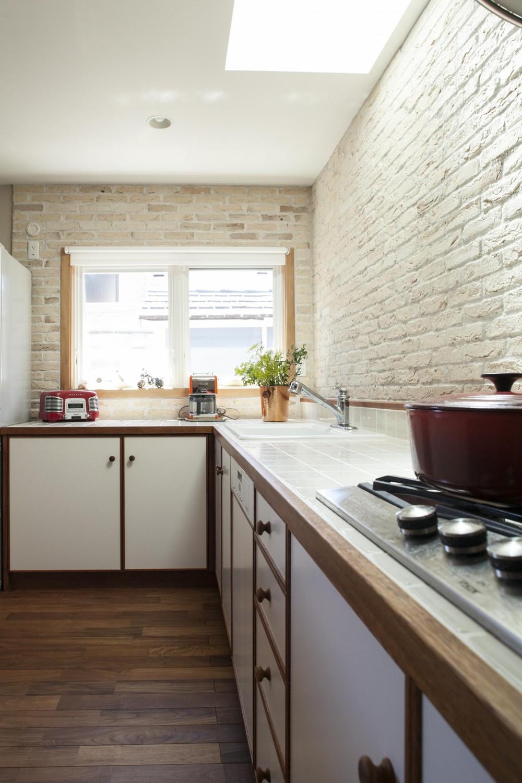 O邸 (暖かな光が差し込むキッチン)