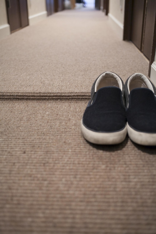 A邸 (床はベルギー製の麻入りウール素材カーペットで一体感)