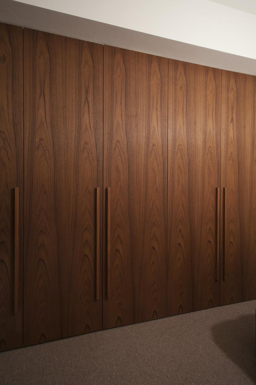 A邸 (クローゼットの扉を温かみのある木製に)
