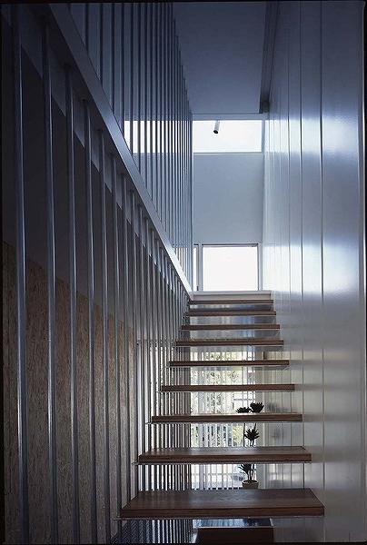 鉄の家の部屋 階段
