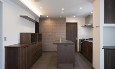 K邸 (存在感のある居心地のよいキッチン)