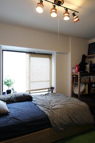 """ベッドルーム (一人暮らしを楽しみながらリノベーションで形づくる""""ジブン""""らしさ)"""