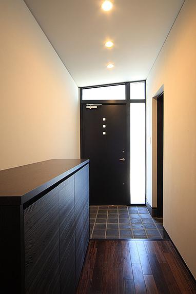 「内開きの家」の部屋 モダンな玄関