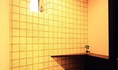 「池上台の家」 (明るいトイレ)