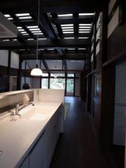 光たまりの2世帯住宅 (白いキッチン)