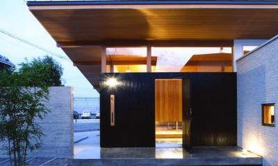 玄関ポーチ(夜景)|ナガヤネ