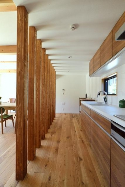 土間リビングの家 (キッチン)