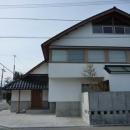 瓦屋根の住宅