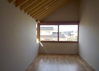 シンプルな寝室 (ひとつ屋根の家)