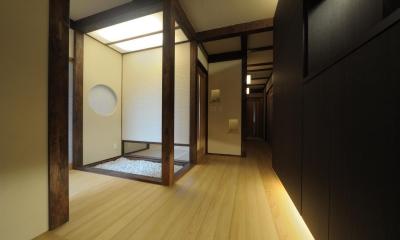 旅館のような玄関ホール|『図書館のある家』~そこに住むことの楽しさを追求した住宅~
