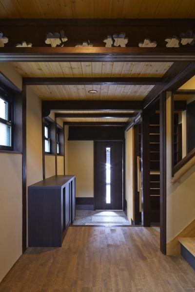 廊下から玄関 (中京の家)