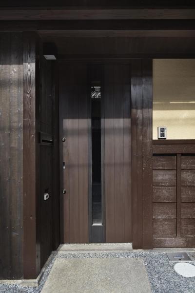 玄関の木戸 (中京の家)