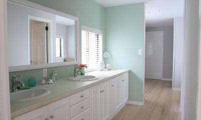 N邸 (2Fグリーンのタイルが映える広い洗面台)