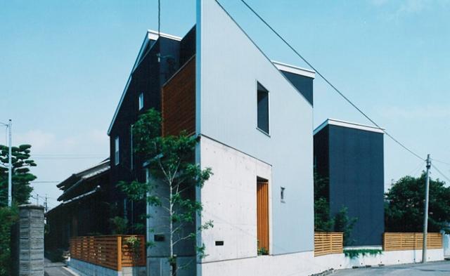三角敷地の家 キッチンスタジオの部屋 母屋の西の変形地に建てた住宅