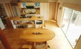 三角敷地の家 キッチンスタジオ (オープンタイプのDK)