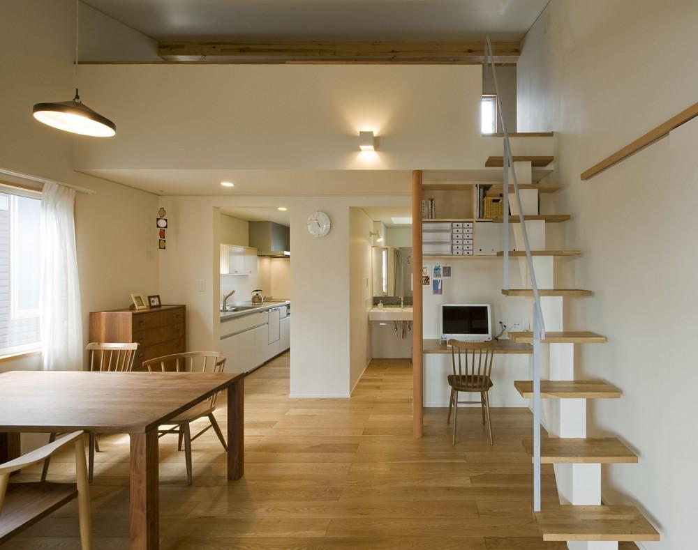 2階が生活拠点のシンプルな家 (2階ダイニング空間)