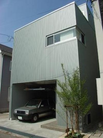 インナーガレージのある外観 (眺望を最大限に楽しむ家)