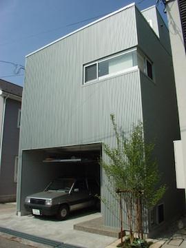 眺望を最大限に楽しむ家の写真 インナーガレージのある外観