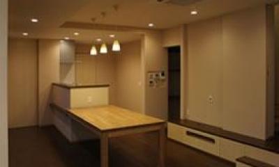 ピアノ教室と3世代で住む家 (ダイニングテーブル付きのキッチン)