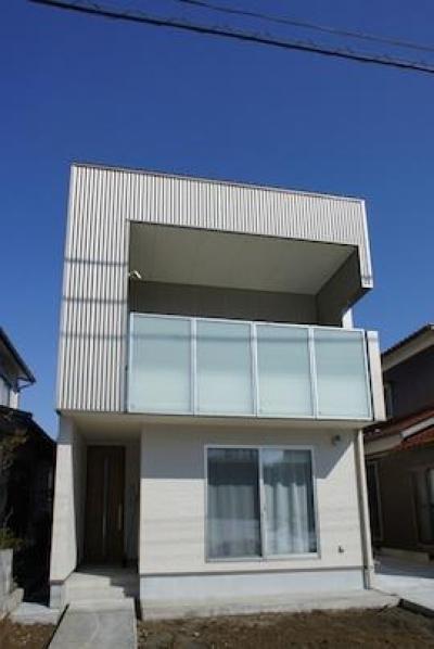 コンパクトな二世帯住宅 (子世帯を増築したコンパクトな外観)