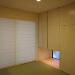 地窓のある和室 (コンパクトな二世帯住宅)
