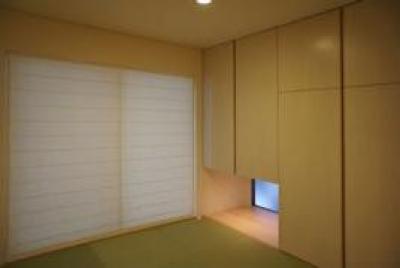 コンパクトな二世帯住宅 (地窓のある和室)