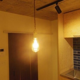 コンクリート現し天井と珪藻土壁のある家 (照明(LDK))