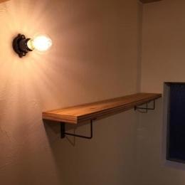 コンクリート現し天井と珪藻土壁のある家 (照明)