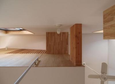 階段見上げ (2層ワンルームの家)