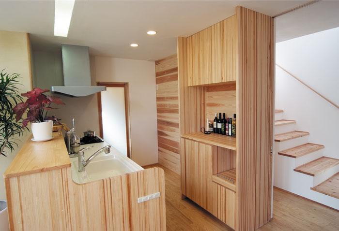 空間と素材でさりげなく遊ぶ暮らしの写真 キッチン