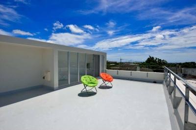 風を生み、空に近づく家 (屋上テラス)