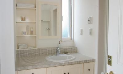 F邸 (白とグレータイルが印象的な洗面台)