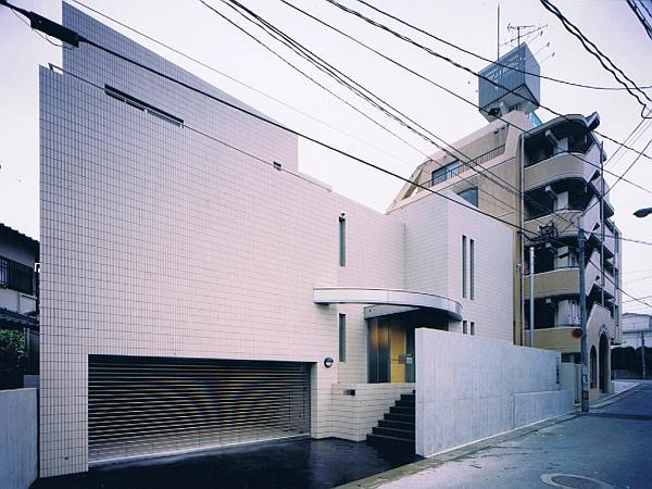 スキップフロアの家の写真 インナーガレージのある外観