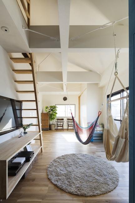 金沢文庫のボルダリングウォールのある家の部屋 ハンモックのある空間