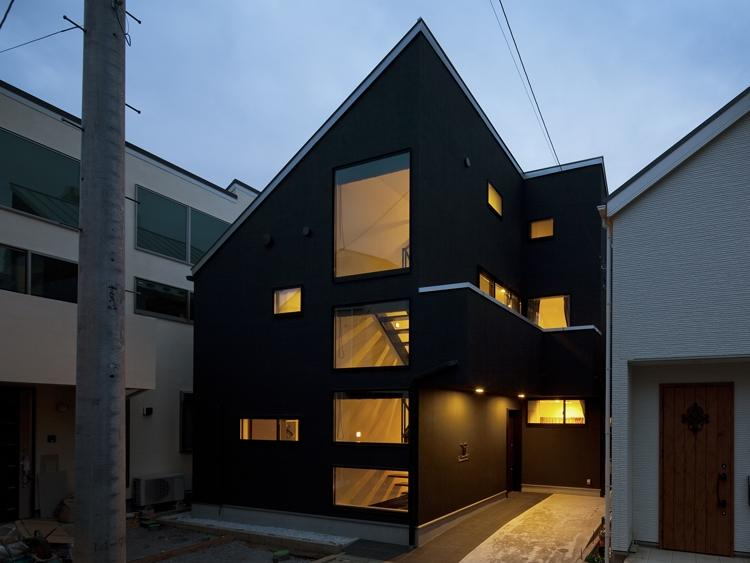 八雲の黒家の部屋 外観ライトアップ
